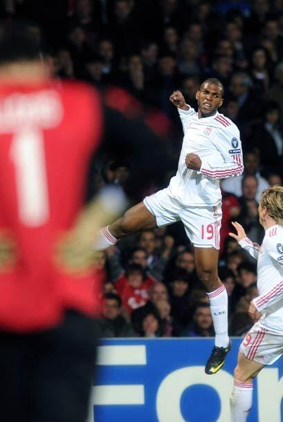 Ryan Babel marcó un gol casi al final que parecía le iba a dar la victor...