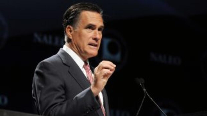 El republicano Mitt Romney logró sumar $106 millones en junio, cifra réc...