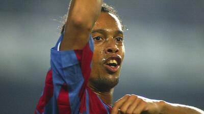 Los 10 Mejores | ¡Tres pasos y adentro! Extraordinario gol de tiro libre de Ronaldinho ante el Udinese