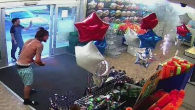 Extraditarán a Florida al hombre acusado de prender fuegos artificiales en una tienda