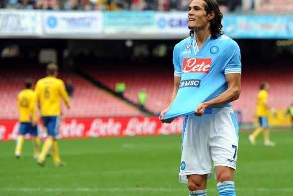 Cavani hizo dos tantos contra el Pescara y se acerca a la punta de la ta...
