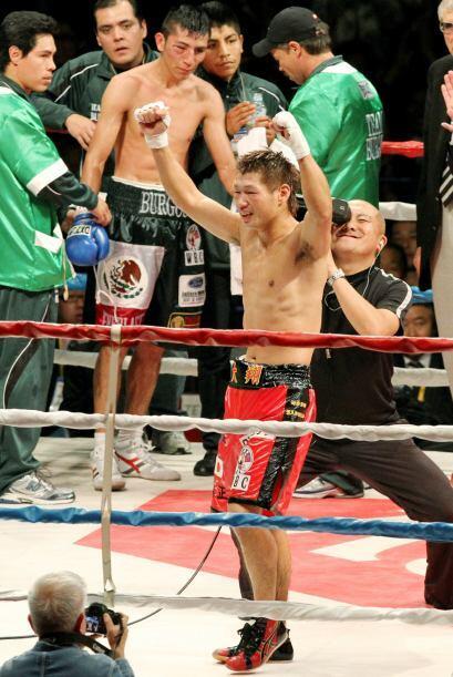 El japonés Hozumi Hasegawa conquistó el título pluma del Consejo Mundial...