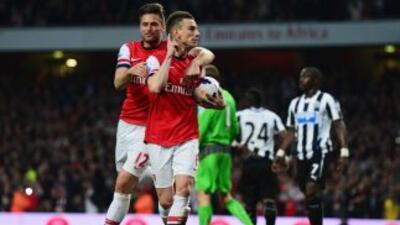 Los goles de Koscielny, Özil y Giroud le valieron a los 'Gunners'.