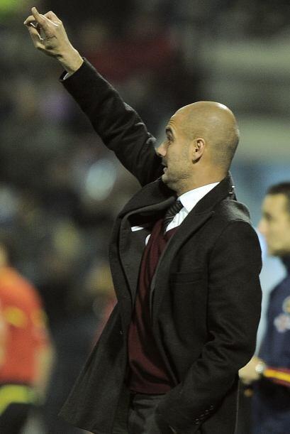 Guardiola salió del banco y comenzó a dar indicaciones a sus jugadores p...