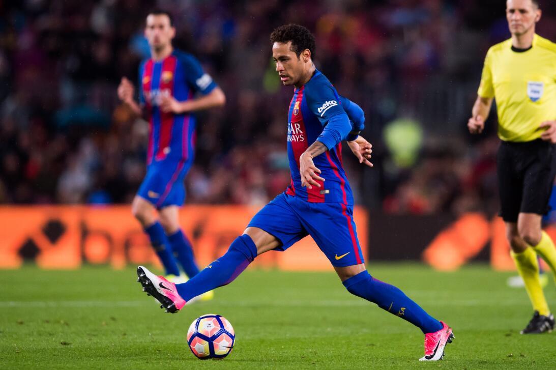 Neymar (F.C. Barcelona) - La figura del fútbol brasileño jugó por primer...