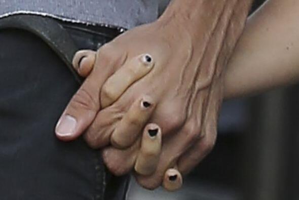 Hasta se les vio acaramelados entre abrazos y tomadas de mano.Mira aquí...
