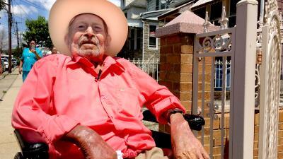 Juan Pablo Villalobos fue agricultor y carpintero. Dice que le gustan la...