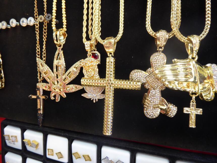 La joyería es parte del mundo de la mafia y ahora se emula en la cultura...