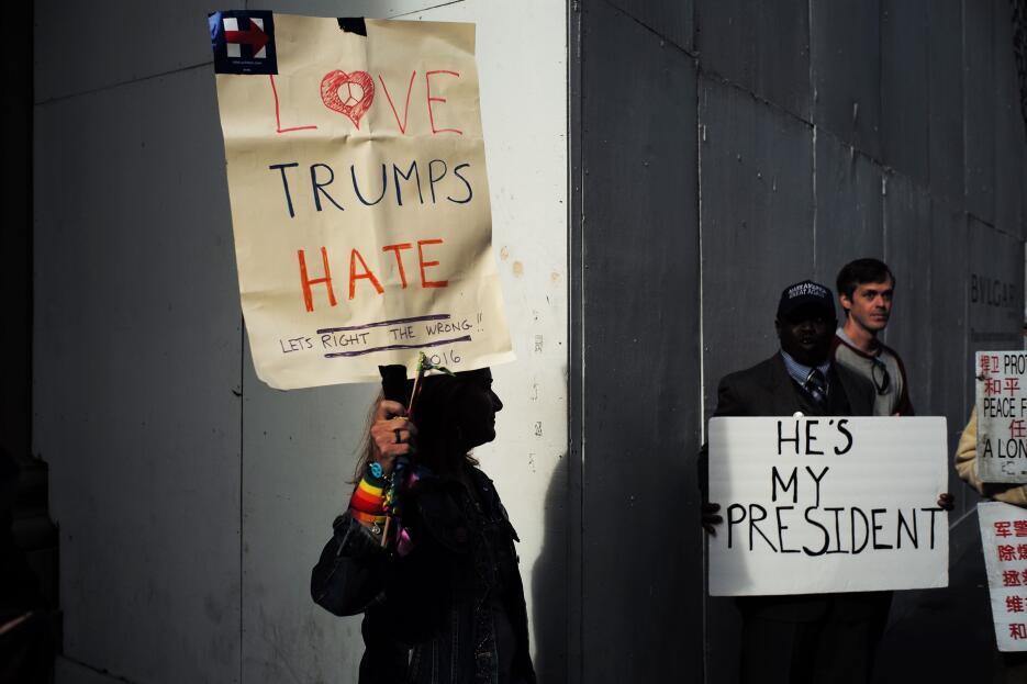 Unos a favor del presidente electo, otros en contra, pero ambos lados re...