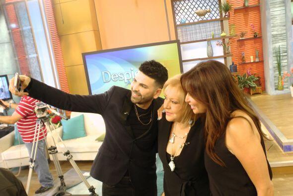 La 'selfie' de los bellos del programa no podía faltar.