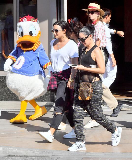 Las fotos que reavivaron los rumores sobre la sexualidad de Demi Lovato...