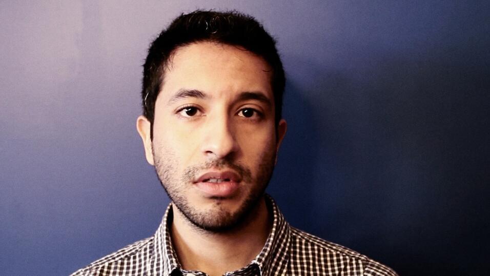 """Moisés Serrano es un mexicano, Dreamer y """"orgullosamente gay""""...."""