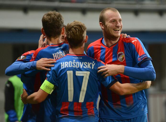 Viktoria Plzen 4-1 Lugano: buen triunfo del equipo checo, con con los tr...