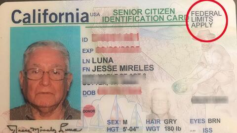 La identificación que recibió este inmigrante naturalizado...