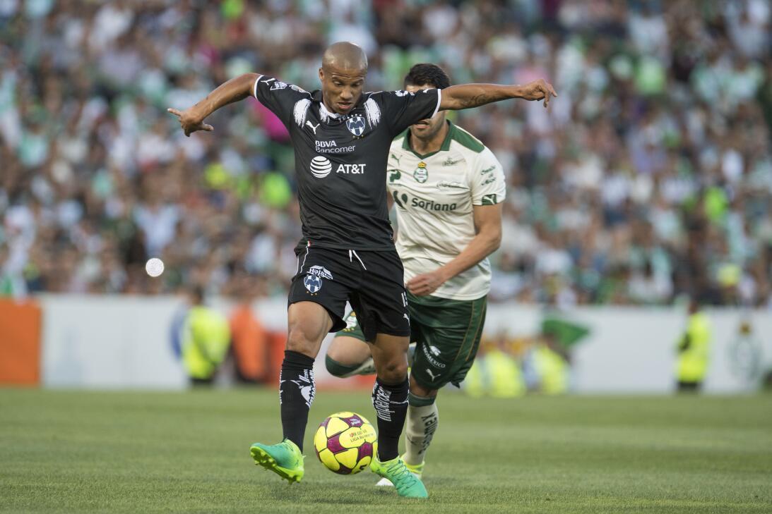 Emocionante empate entre Santos y Monterrey Carlos Sanchez de Monterrey.jpg