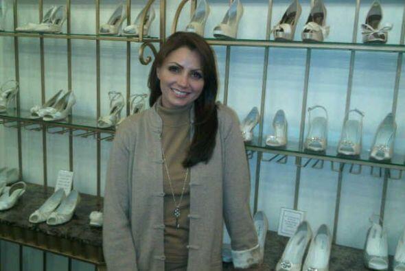 No podía faltar la difícil elección de los zapatos para su boda. Aquí co...