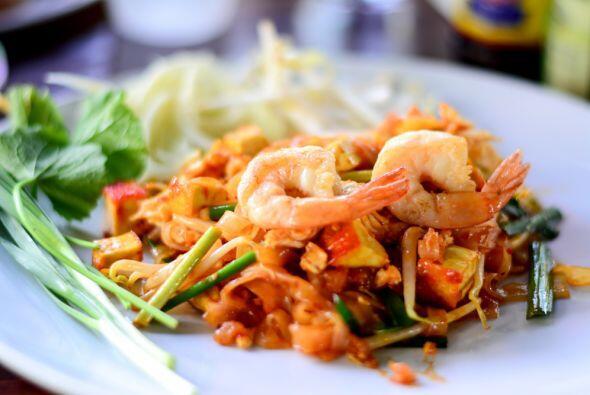 PAD THAI CON CAMARONES. El Pad Thai es el fideo más famoso de Tailandia...