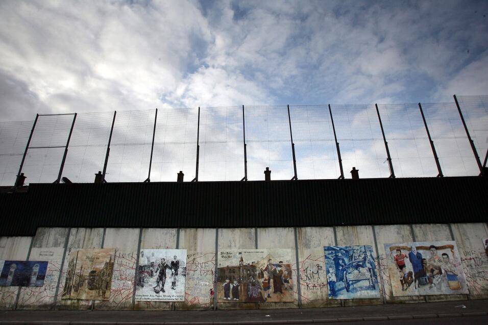 Son una serie de barreras de separación entre comunidades católicas y pr...
