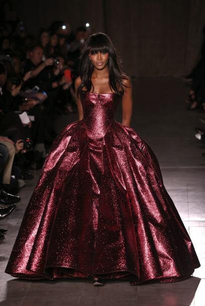 Naomi Campbell no sólo fue de las invitadas especiales, sino de las mode...