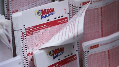 Se registran largas filas para la compra de Mega Millions en Florida