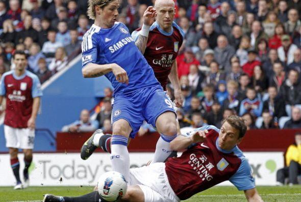 En la cancha estaba Fernando Torres ue buscaba su gol.