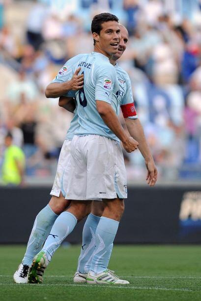 Hernanes marcó dos tantos y su club se impuso por 4-2.