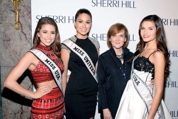 Las reinas de belleza se reunieron en el desfile de Sherri Hill. Miss Es...