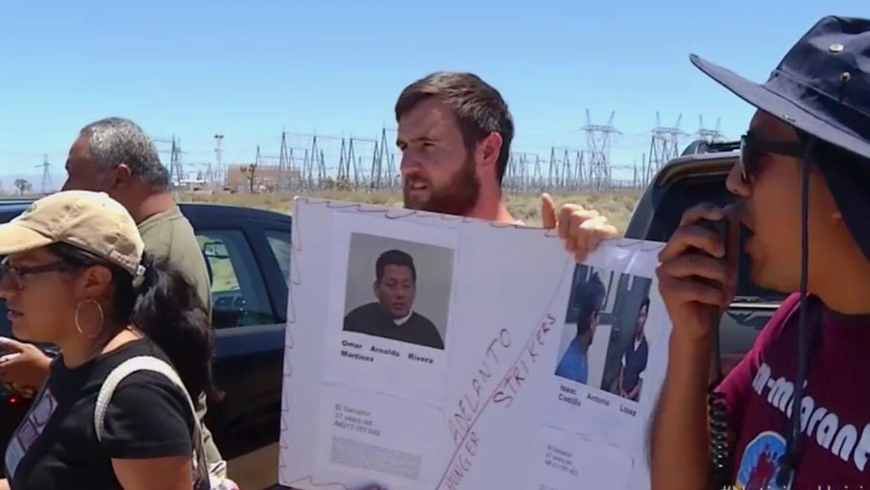 Activistas protestan contra supuestos abusos a inmigrantes detenidos en...