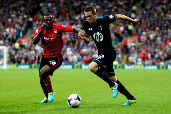 Tottenham jugaba en el campo del Cardiff City.