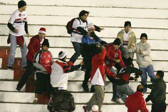 La violencia en los estadios no cede, ni en Argentina ni en Brasil ni en...