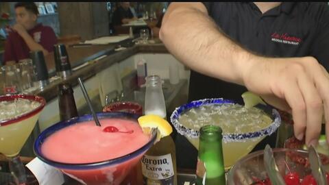 Posible extensión de horario para venta de alcohol genera polémica en Ca...