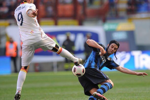 El Inter de Milán, sabiendo de la derrota del Milan, recibía al Lecce co...