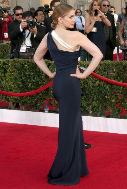 Y más cuando dio la espalda y nos presumió que su vestido de Sophie Thea...