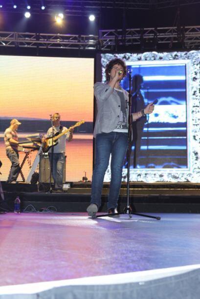 Captamos a Tommy Torres practicando para el KQ Live Concert. Dale click...