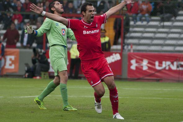 La preocupación que provoco fue tal que Jair Pereira desvió una pelota h...
