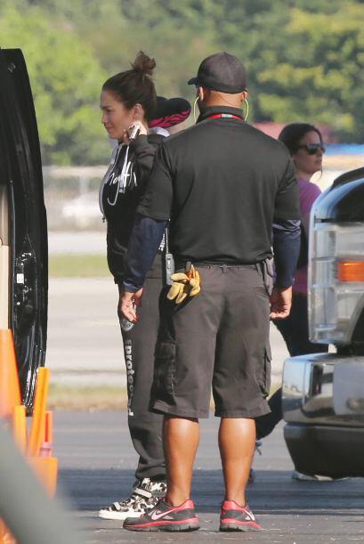 La famosa de 44 años llegó en su jet privado a un aeropuerto en Miami. M...