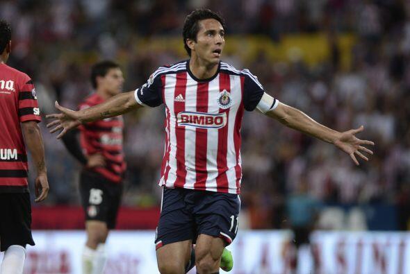 Aldo De Nigris.- Metió el gol con el que Chivas pudo sumar un punto en e...