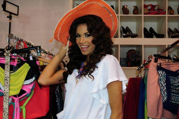 Marisela Demontecristo visitó el estudio de la diseñadora y 'stylist' Cl...