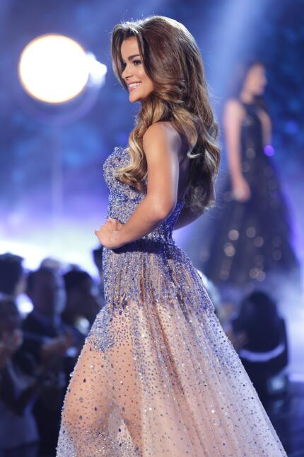 El cantautor español fue parte del desfile en trajes de gala de las fina...
