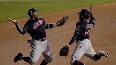 Cleveland Indians toman vuelo y se ponen a un triunfo de ganar la Serie Mundial
