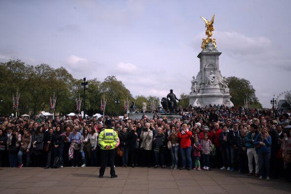 La policía resguarda los alrededores del palacio.