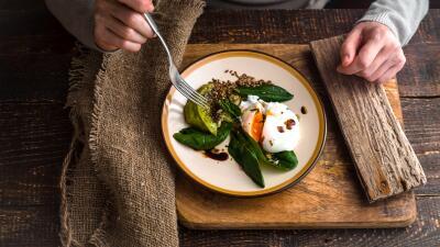 Construir un hábito de alimentación consistente y saludable puede ayudar...