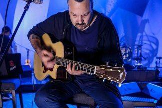 Pepe Aguilar es uno de los cantantes mexicanos más exitosos del momento.