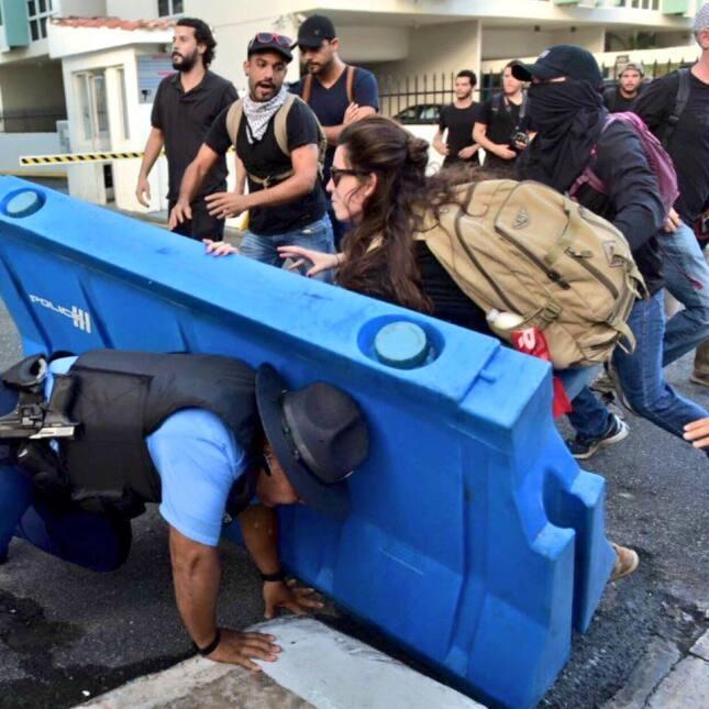 La manifestación pacífica en contra de Promesa, terminó con varios autos...