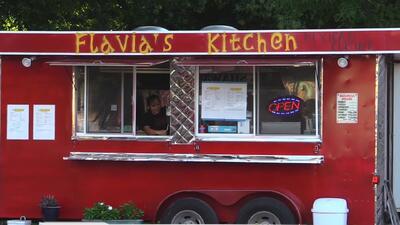 Vandalizan y roban negocios de comida en Austin