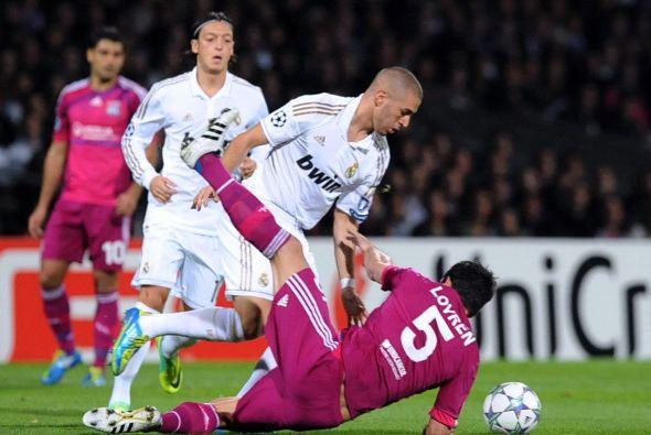 En la delantera jugó Karim Benzemá, jugador con pasado en el Lyon.