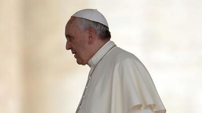 El Papa Francisco pidió perdón por la omisión de la Iglesia en casos de...