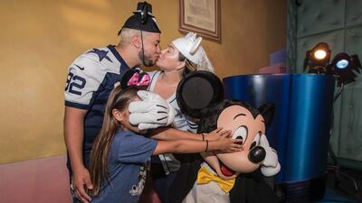 Chiquis Rivera y Lorenzo Méndez practican su boda en Disney, con dos testigos de lujo