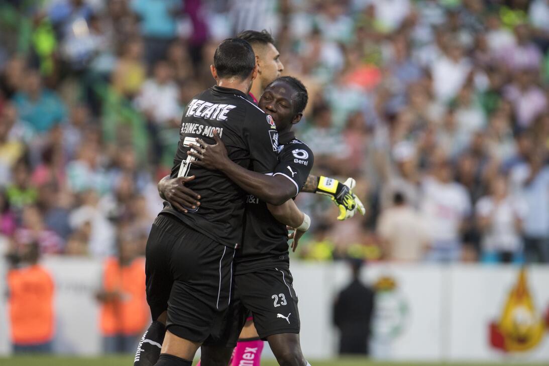 Emocionante empate entre Santos y Monterrey Gol Yimmi Chara celebra su g...