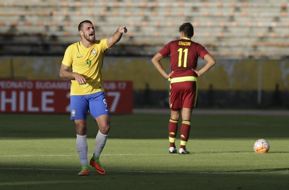 Un defensa de Colombia será nuevo refuerzo del Barcelona AP_170368340615...